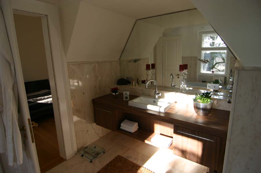 Fl gel objekteinrichtungen girod - Echtholz badmobel ...